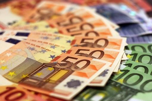 1530608330_money-1005476__340.jpg